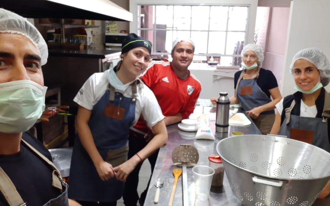 Jóvenes solidarios del Sur de Mendoza cocinaron para los que lo necesitan